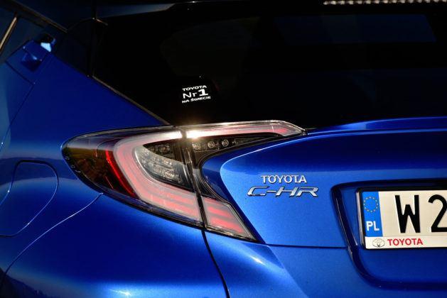 Toyota C-HR - tylne światła