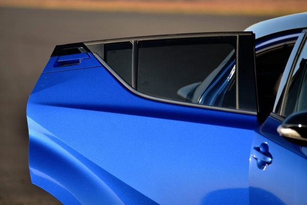 Toyota C-HR - tylne drzwi i klamka