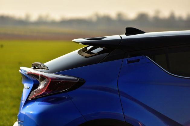 Toyota C-HR - tylny spoiler