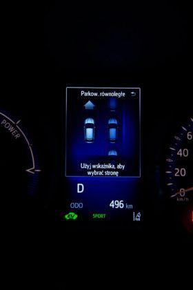 Toyota C-HR- wyświetlacz środkowy, automatyczne parkowanie