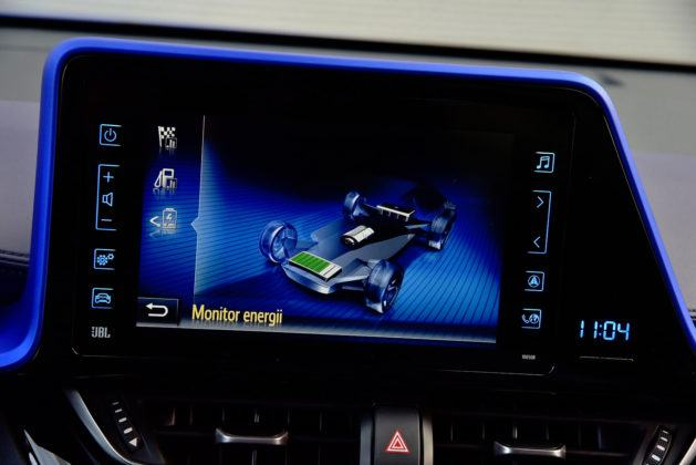 Toyota C-HR - wyświetlacz, napęd hybrydowy