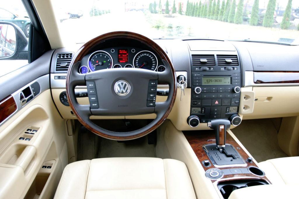 Volkswagen Touareg - deska rozdzielcza