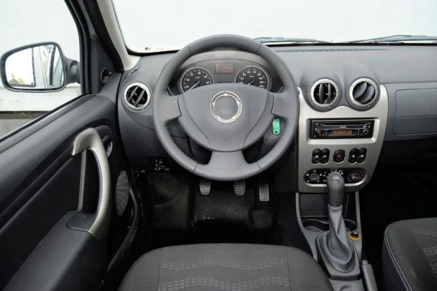 Dacia Sandero - deska rozdzielcza