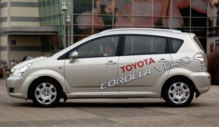 Toyota Corolla Verso - bok
