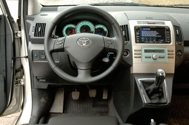 Toyota Corolla Verso - deska rozdzielcza