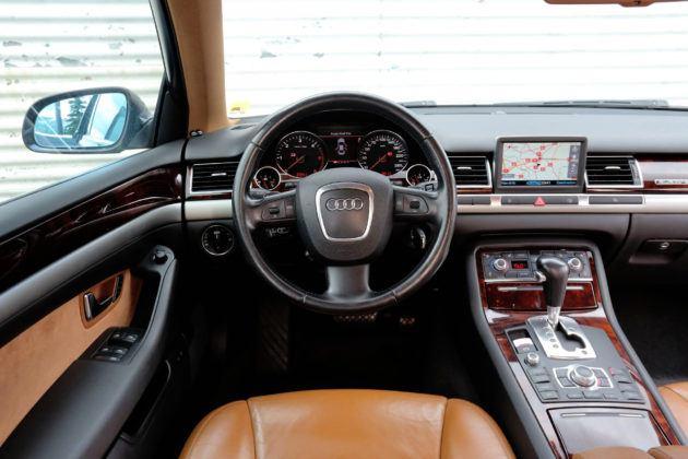 Audi A8 D3 - deska rozdzielcza