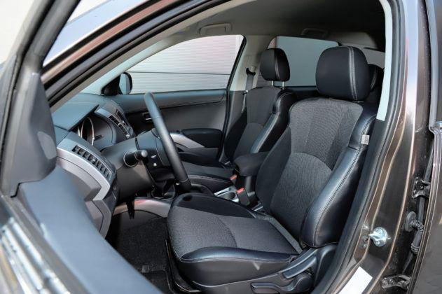 Mitsubishi Outlander - fotel kierowcy