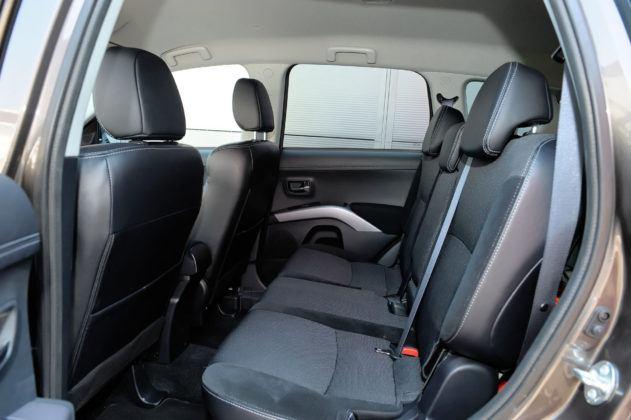 Mitsubishi Outlander - tylna kanapa