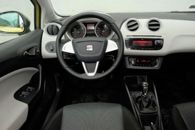 Używany Seat Ibiza IV - deska rozdzielcza