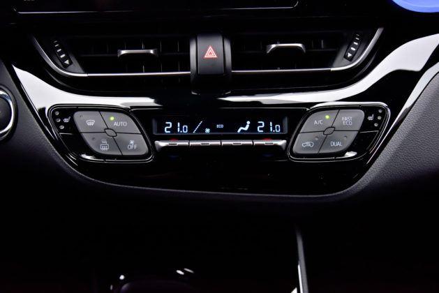 Toyota C-HR 1.2 Turbo - sterowanie klimatyzacji