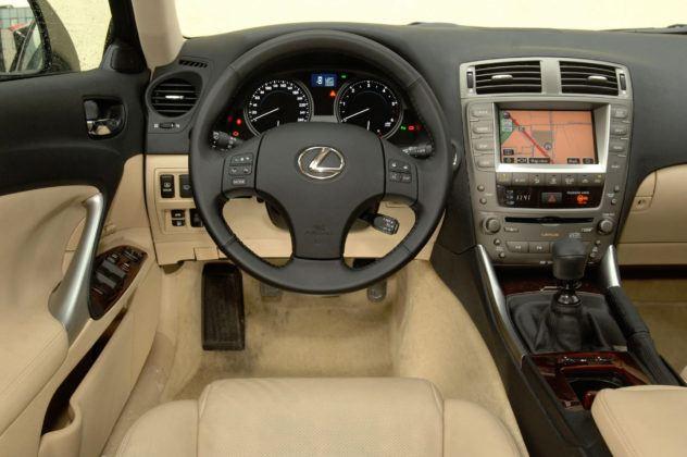 Lexus IS II - deska rozdzielcza
