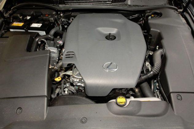 Lexus IS II - silnik
