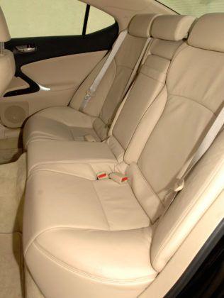 Lexus IS II - tylna kanapa