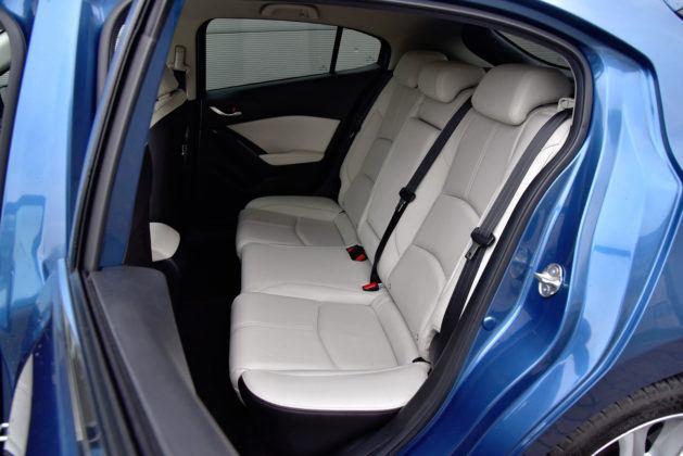 Mazda 3 - tylna kanapa