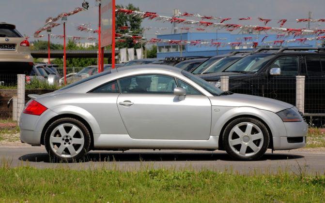 Audi TT I - bok