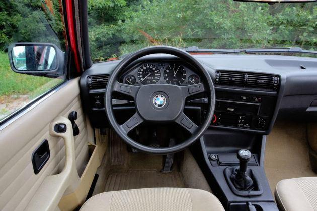 BMW serii 3 E30 - deska rozdzielcza