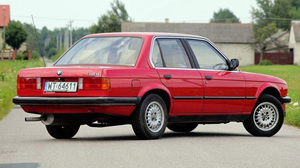 BMW serii 3 E30 - sylwetka 2