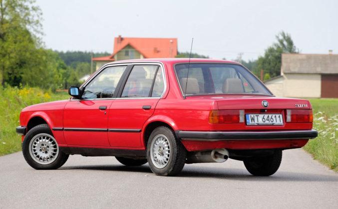 BMW serii 3 E30 - tył