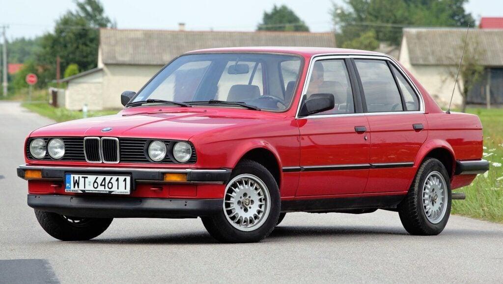 BMW serii 3 E30 - sylwetka 4