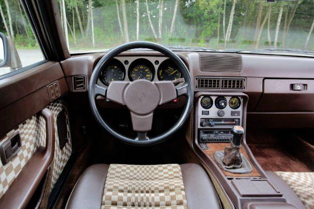 Porsche 944 - deska rozdzielcza