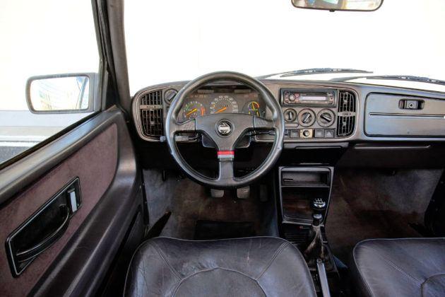 Saab 900 - deska rozdzielcza