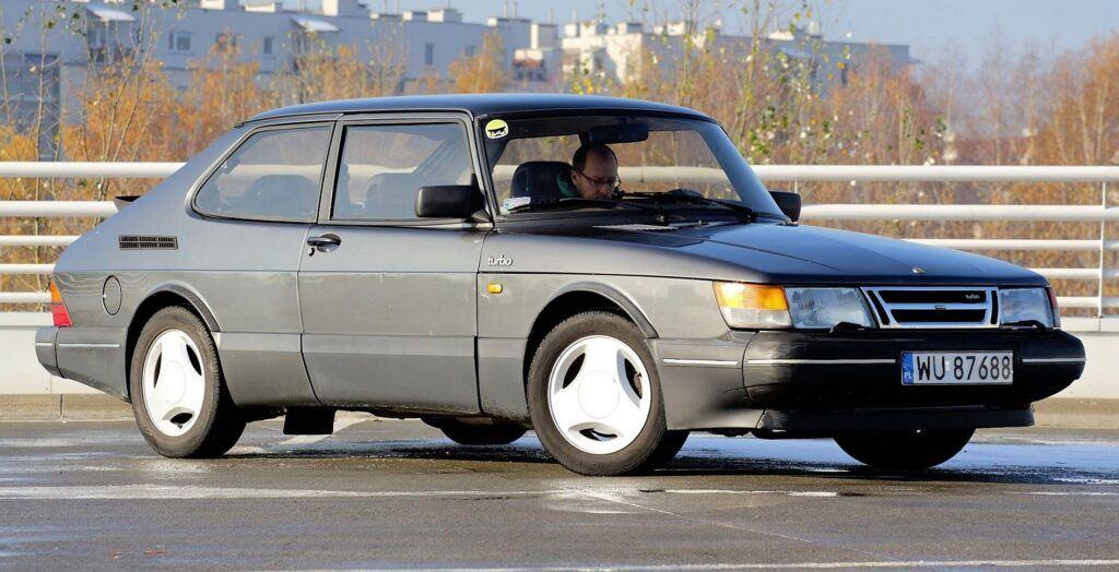 Saab 900 - sylwetka 1