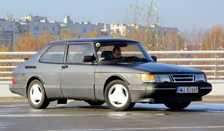 Saab 900 - przód