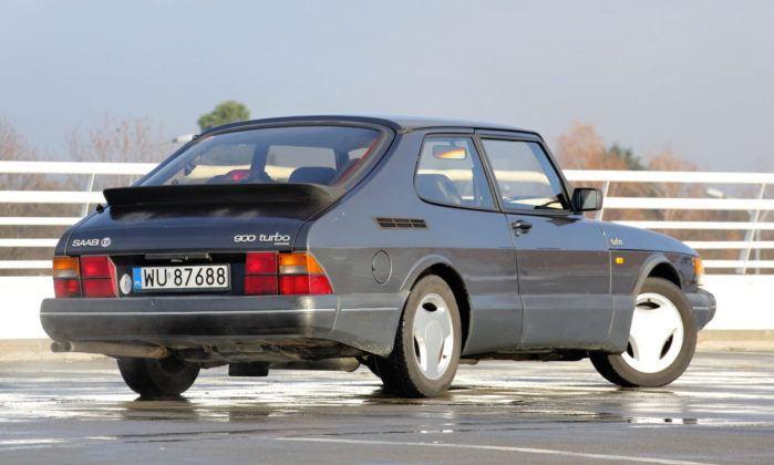 Saab 900 - tył
