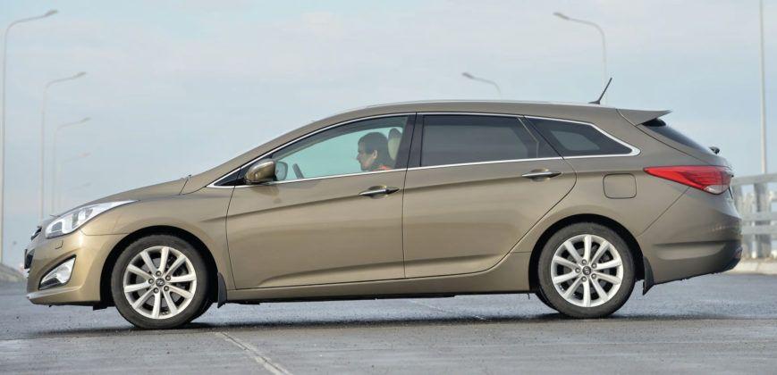 Hyundai i40 - bok
