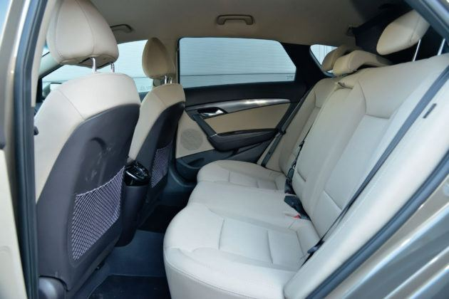 Hyundai i40 - tylna kanapa