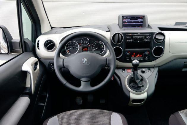 Peugeot Partner - deska rozdzielcza