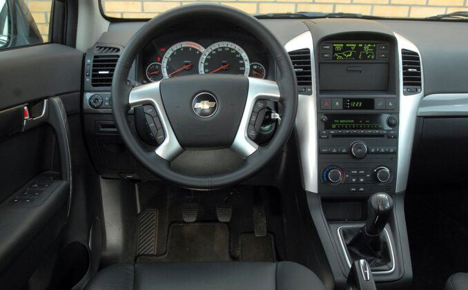 Chevrolet Captiva deska rozdzielcza (3)