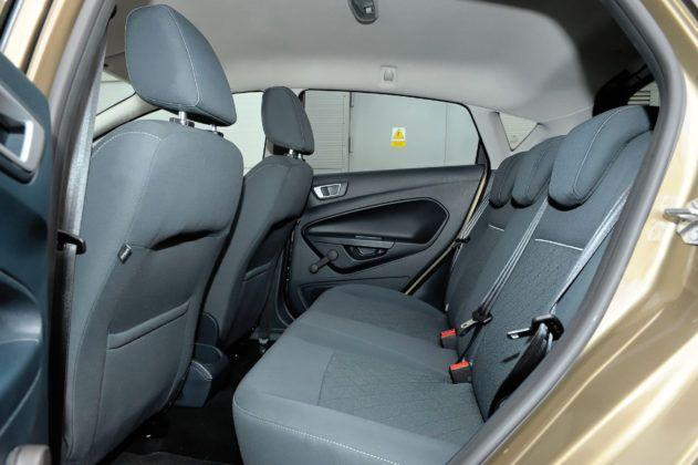 Ford Fiesta - tylna kanapa