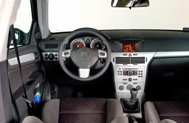 Opel Astra - deska rozdzielcza