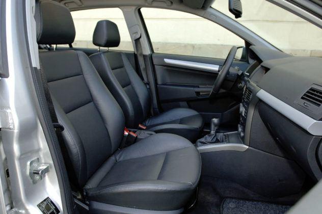 Opel Astra - fotel pasażera