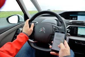 Pisanie SMS-ów podczas jazdy