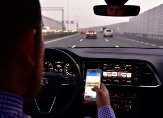 Korzystanie ze smartfonu podczas jazdy