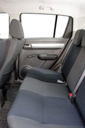 Suzuki Swift - tylna kanapa