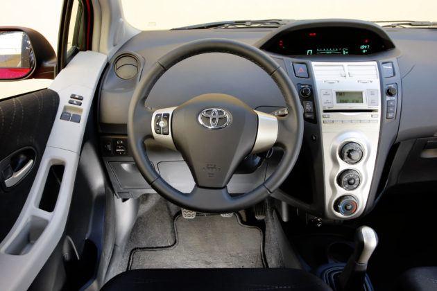 Toyota Yaris - deska rozdzielcza