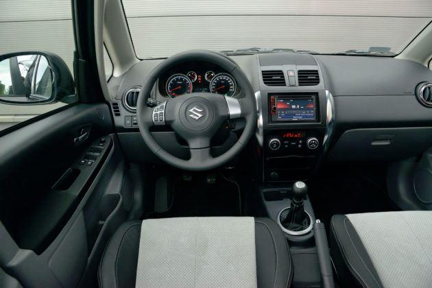Suzuki SX4 - deska rozdzielcza