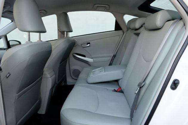 Używana Toyota Prius III - tylna kanapa
