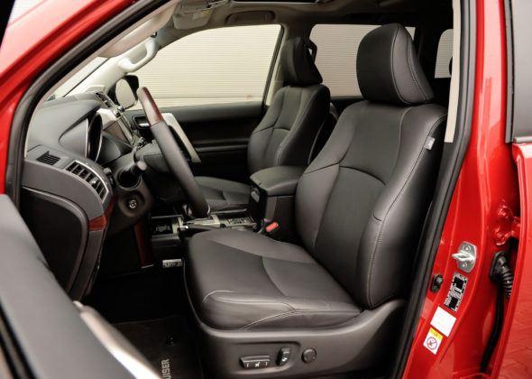 Duże SUV-y - najgorszy - Toyota Land Cruiser (fotel kierowcy)