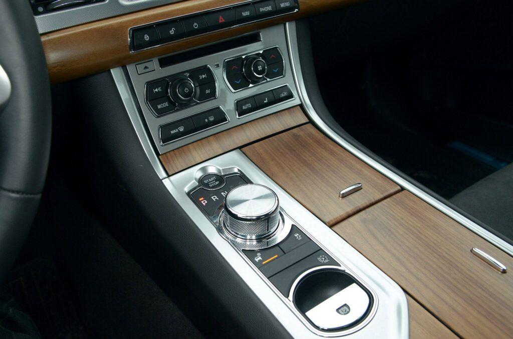 Jaguar XF I 10