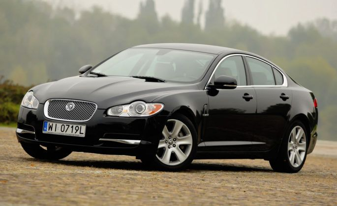 Jaguar XF - przód