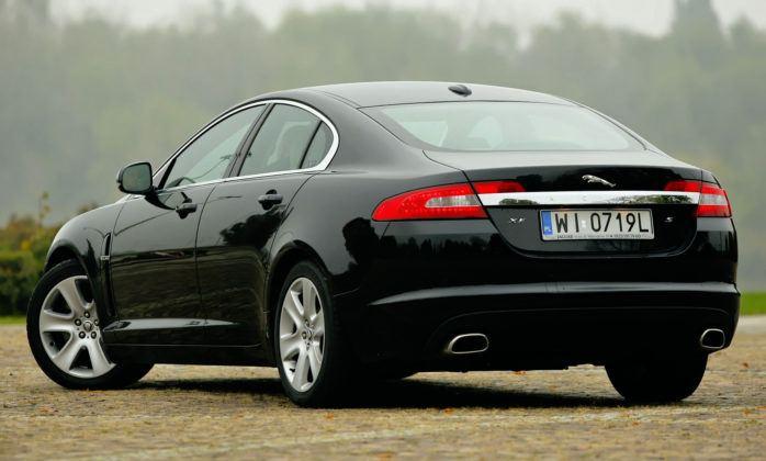 Jaguar XF - tył