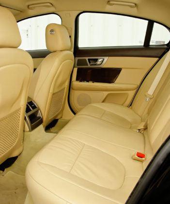 Jaguar XF - tylna kanapa