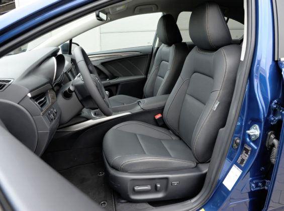 Klasa średnia - najgorszy - Toyota Avensis (fotel kierowcy)