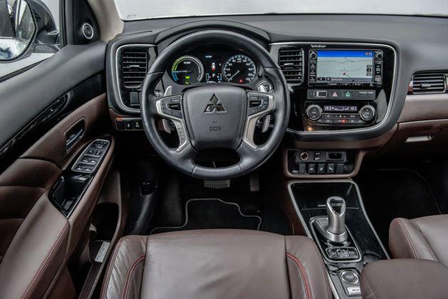 Mitsubishi Outlander PHEV - deska rozdzielcza