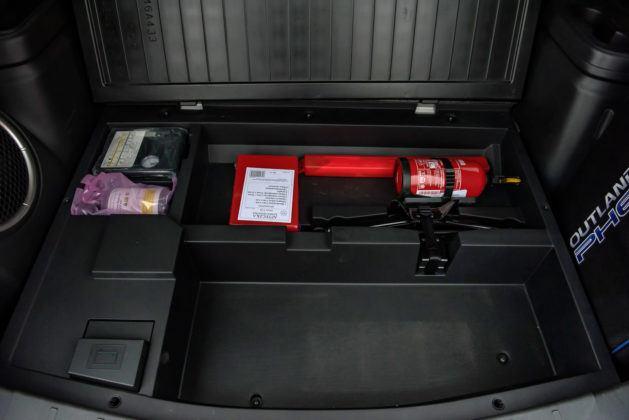 Mitsubishi Outlander PHEV - schowek pod podłogą bagażnika