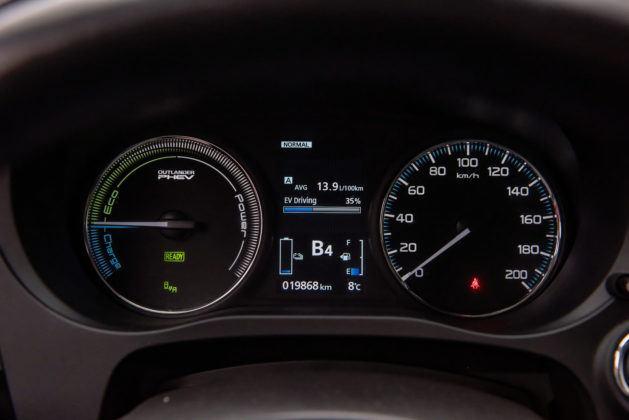 Mitsubishi Outlander PHEV - wskaźniki